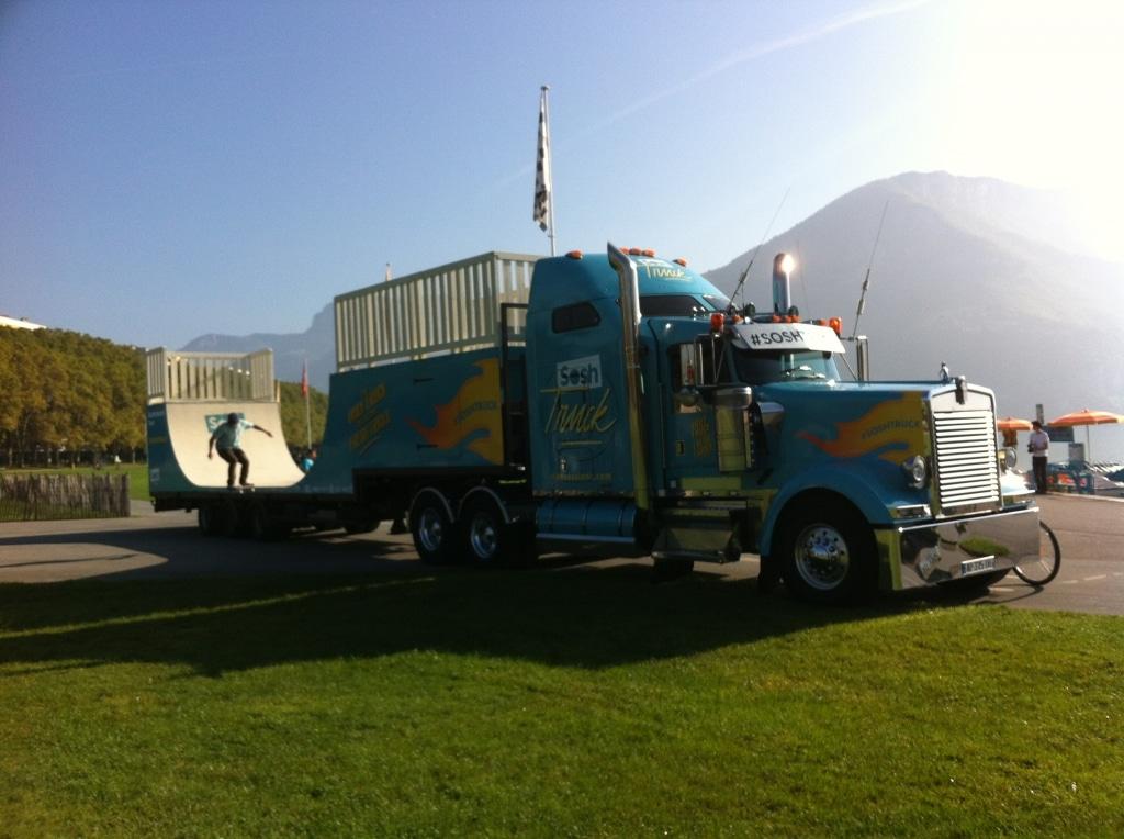 Sosh Truck 2014 - Annecy - 1er Camion mobile et connecté Sosh - Animation, Démo et Contest Skate pro sur la rampe fabriquée par Wood Structure Skatepark