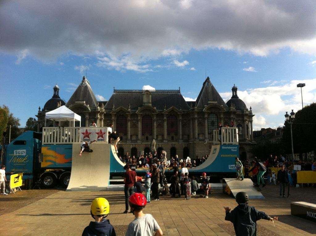Sosh Truck 2014 - Lille - 1er Camion mobile et connecté Sosh - Animation, Démo et Contest Skate pro sur la rampe fabriquée par Wood Structure Skatepark
