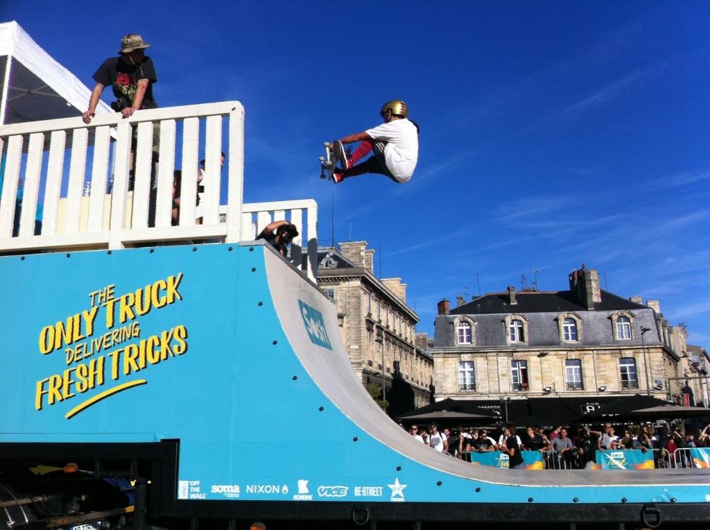 Sosh Truck 2014 - Bordeaux - 1er Camion mobile et connecté Sosh - Animation, Démo et Contest Skate pro sur la rampe fabriquée par Wood Structure Skatepark