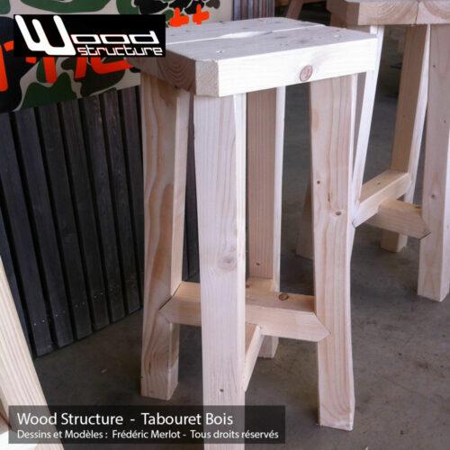 Tabouret Bois Trépied en sapin du nord - Salon de Jardin - Mobilier bois - Fabriquée en France par la Sarl Merlot & Wood Structure - Richelieu - France