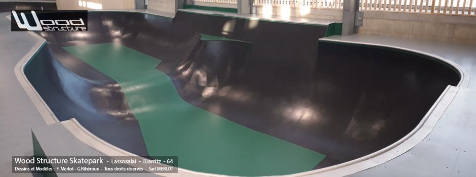 Skatepark Indoor de Lassosalai Skate Club à Biarritz (64) Modules Street et Bowl fabriqués par la Sarl Merlot à Richelieu (37) et conçus par Wood Structure Skatepark , Fabricant de Skatepark depuis 1990