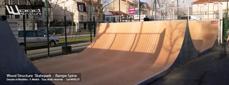 Skate Rampe Spine au Skatepark de Rueil-Malmaison (92) - Île-de-France - Rampe Skate fabriquée Par Wood Structure et la Sarl MERLOT Richelieu (37) - Concepteur et fabricant de Skatepark depuis 1990