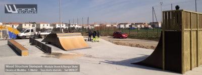 Skatepark de Pignan (34) Hérault - Région Occitanie - Modules Street Funbox Step up - Rails - Curb et Quarter Rampe Skate - Fabriqué par Wood Structure et la Sarl MERLOT Richelieu (37) - Concepteur et fabricant de Skatepark depuis 1990