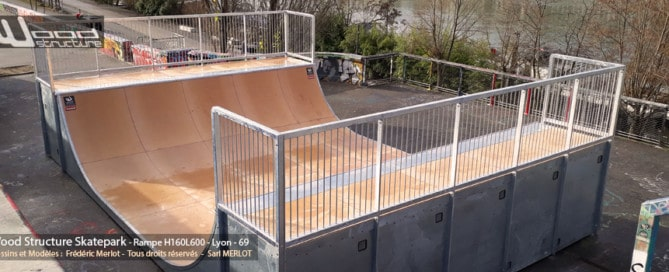 Rampe Skatepark de Lyon (69) Rhône - Auvergne-Rhône-Alpes - Rampe Skate H160L600 fabriquée par Wood Structure et la Sarl MERLOT Richelieu (37) - Concepteur et fabricant de Skatepark depuis 1990
